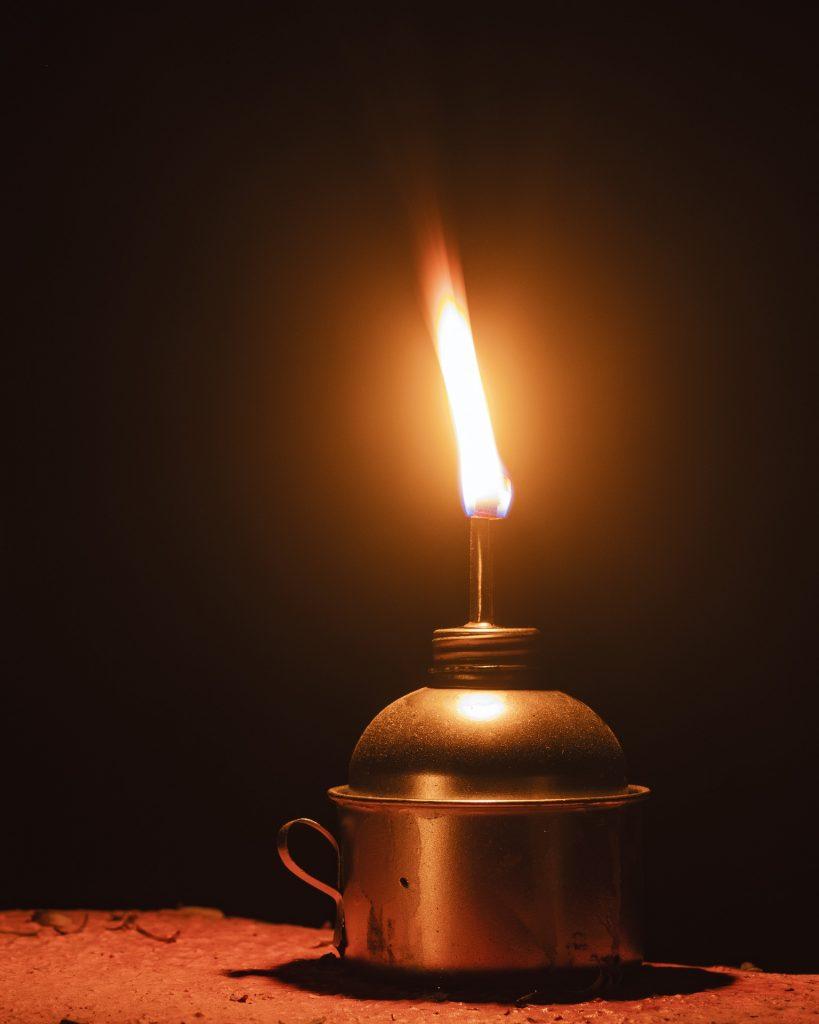 Kaars, Jyotish, een andere naam van Vedische Astrologie betekent licht in Sanskriet